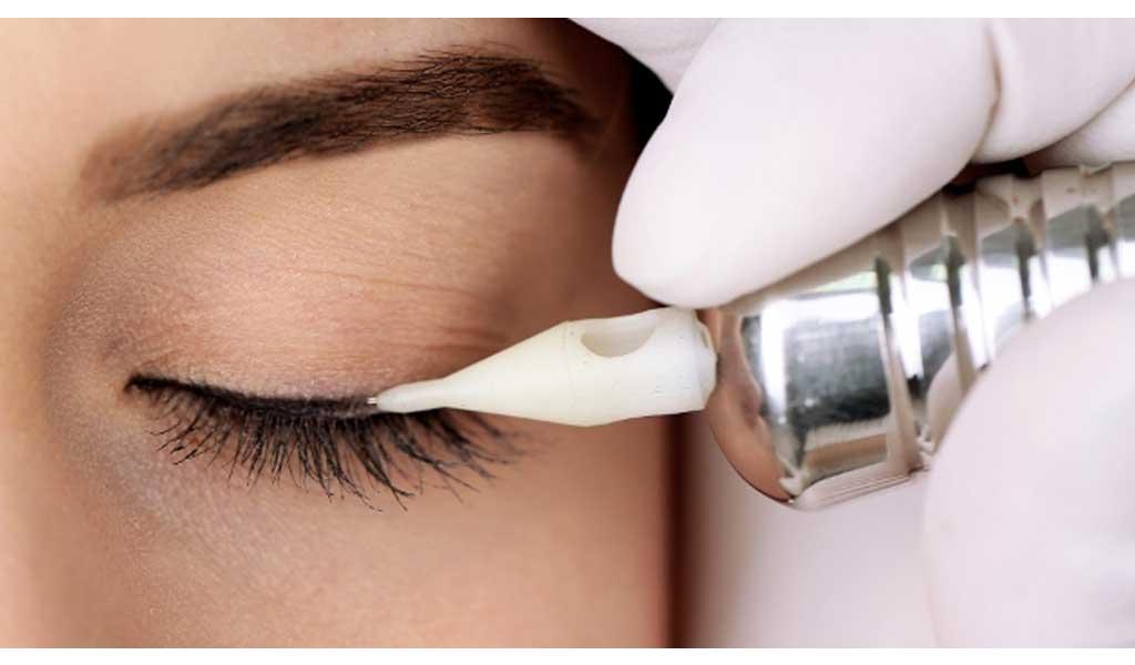 makijaż permanentny kreska oczy.