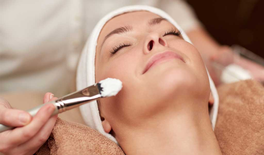 oczyszczanie skóry kwasem migdałowym. Czysta skóra.