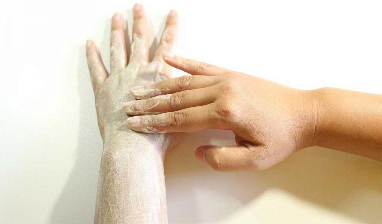 Suche i szorstkie dłonie? Najlepsze sposoby na szybką regenerację rąk!