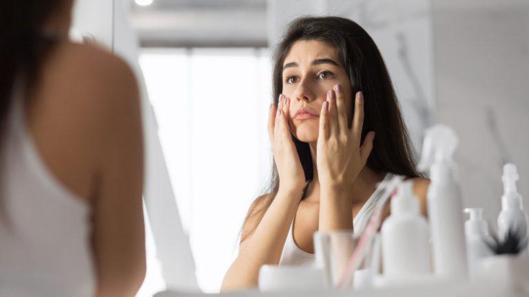 Opadająca powieka – wiesz, jak sobie z nią poradzić?