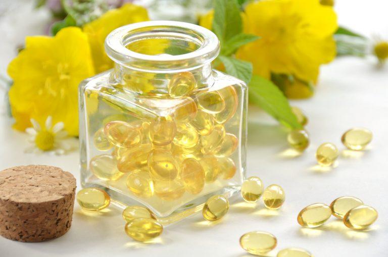 Olej z wiesiołka, czyli prosty sposób na promienną cerę. Właściwości i zastosowanie w kosmetyce.